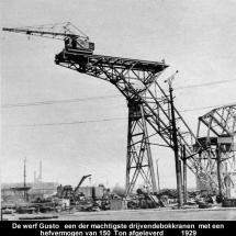 Overzicht 'Werf Gusto' in 1929 met in aanbouw een drijvende kraan voor 'Werkspoor'.
