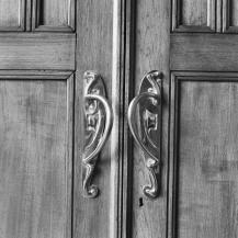 Een detail van de schuifdeuren uit de directiekamer.