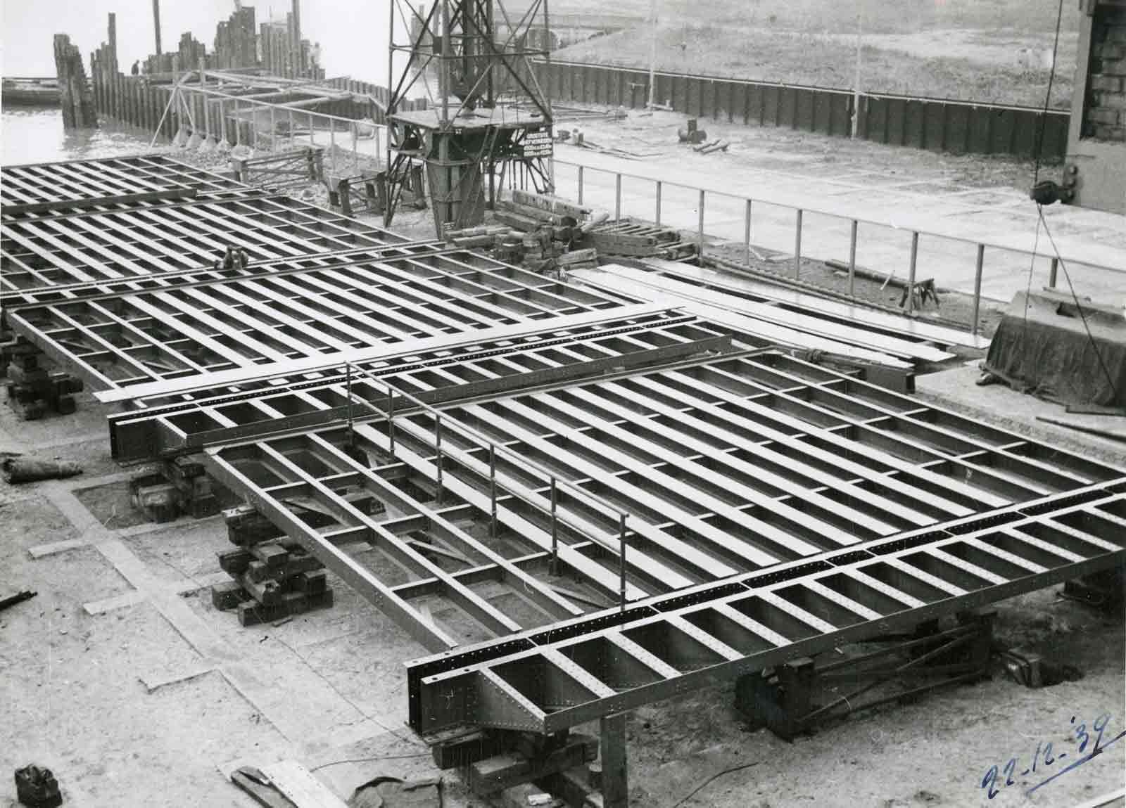 Bnr. 756: Aanlegbruggen Velzen (1940)