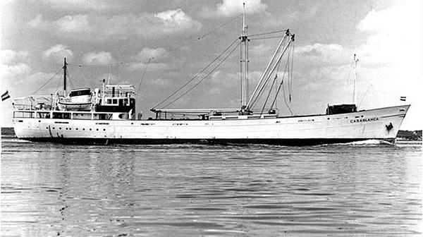 'CASABLANCA' Bouwjaar 1951 Coaster. Gebouwd in opdracht van Dammers & Van Der Heide te Rotterdam.In 1965 onderweg van Santander naar Puerto Rico aan de grond gelopen ter hoogte van Kaap Verdie. De sleepboot 'Gelderland' heeft nog een aantal geprobeerd het schip los te trekken. Echter dit mislukte. Het schip werd total loss verklaard op 4-02-1966.