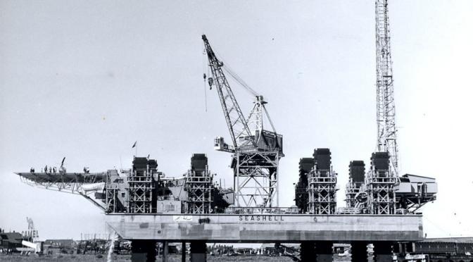 Bnr. 323: <em>8 Paalvoeten/ Seashell</em> (1965)