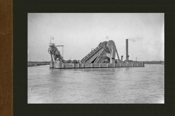 Bnr. 522 Baggermolen 'Le Piree' 1924