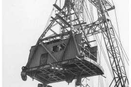 Het inhijsen en monteren van de 75 ton kraan