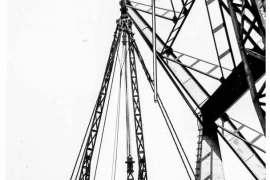 Bnr. 713 'Westerhavenbrug Schiedam' 1937, invaren van de Klap (wegdek), op hoogte brengen en montage van de beide trekstangen.