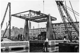 Bnr. 713 'Westerhavenbrug Schiedam' 1937, afmonteren van de brug.