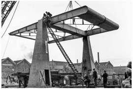 Bnr. 713 'Westerhavenbrug Schiedam' 1937, plaatsen van de Balans op de beide Hameien.