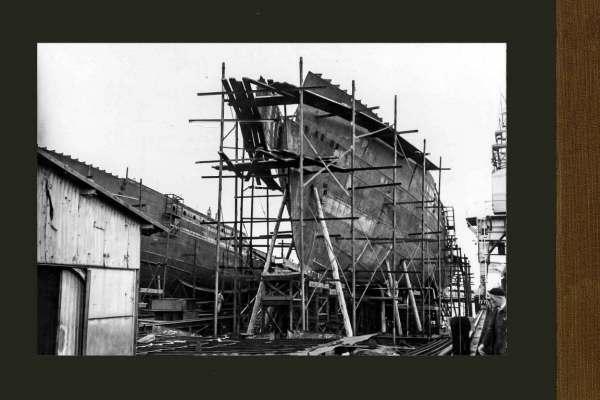 De opbouw  van de 'Angostura' & 'Solimões' (CO. 281 &  282) op de hellingen van Gusto Slikkerveer