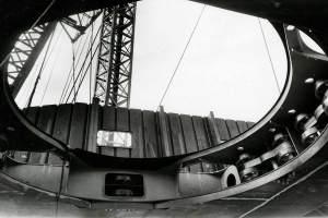 Co. 880-1 'Champion' 800/1200 ton kraan. (1971) Zwenkbogies zichtbaar in de rand.