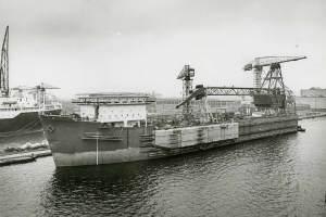 Co. 880-1 'Champion' 800/1200 ton kraan. (1971) Blistertanks in aanbouw BB-zijde ter verhoging stabiliteit.