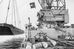 Co. 880-1 'Champion' 800/1200 ton kraan. (1971) Proefhijsen met testponton 800 ton.