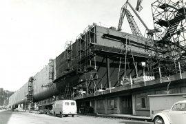 Co. 928 Pijpenlegger 'Viking Piper' (1974) - 'De twee Drijvers (Floaters) in aanbouw'.
