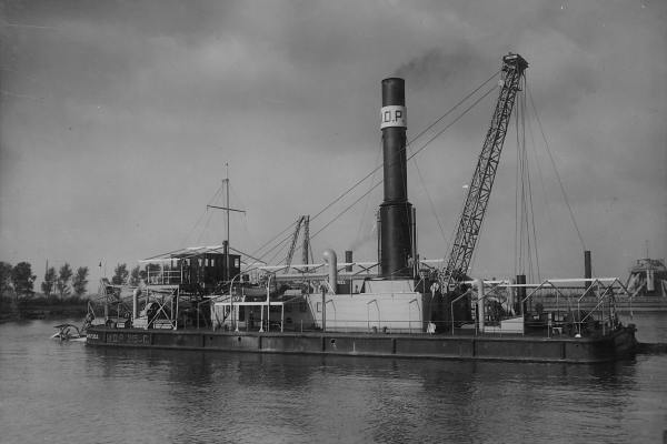 Snijkopzuiger (Cutter) 'MOP 215C' (Bnr. 600 - 1927).