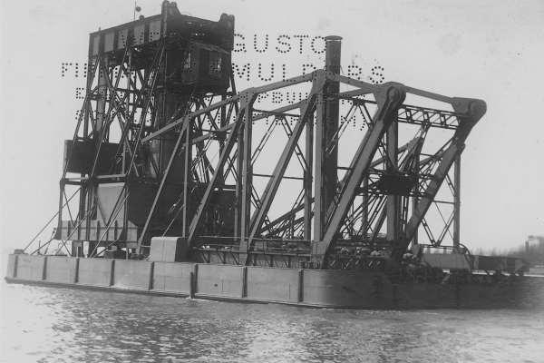 150 ton drijvende kraan 'Toba' op transport (Bnr. 486 - 1923)