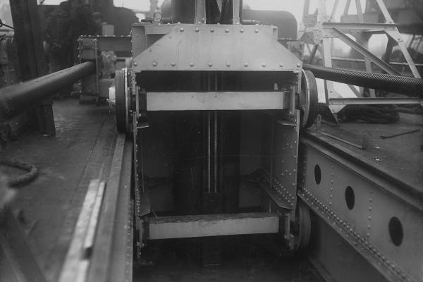 Draadspinsels paalwagen baggerschip.