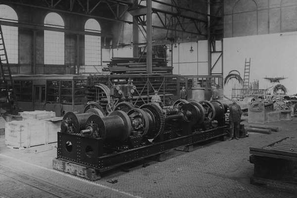 Opstelling in de machinebouwhal van een stoomlier.