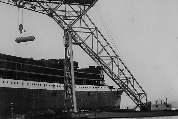 De 150-10 ton kraan voor 'Werkspoor' aan het werk in Amsterdam . (Bnr. 634 -1929).