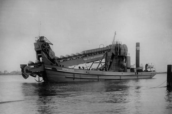 Zelfvarende baggermolen 'Normandie' (Bnr. 450 - 1913).