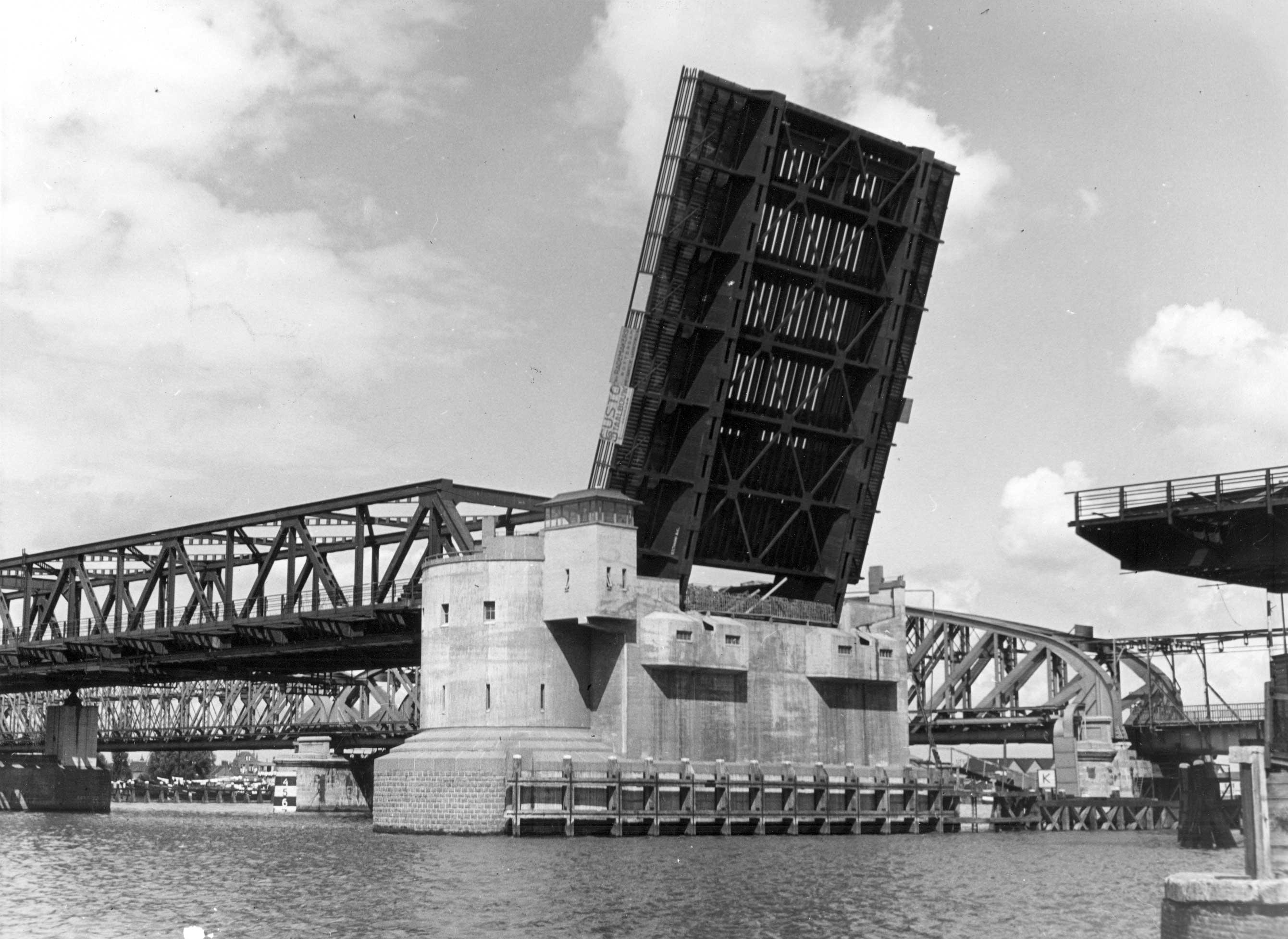 Bnr. 717: Bbrug o.d. Oude Maas (1937)