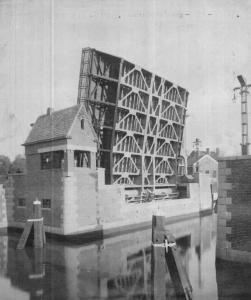 Koemarktbrug klaar voor de feestelijke opening 1927