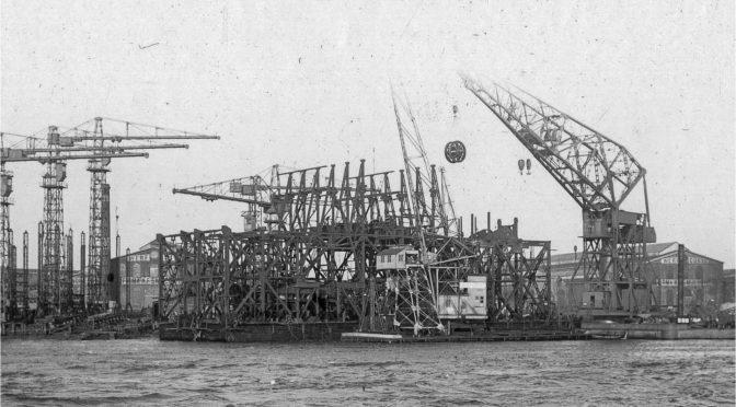 1937: Werken aan de tinbaggermolen 'Kantoeng'