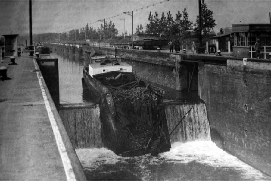 Reparatie sluisdeuren Maasbracht (Bnr. 850 1943)
